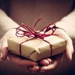 Kleine Geschenke im Alltag zur Stärkung der Beziehung